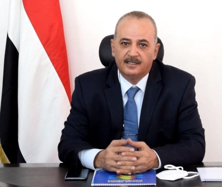 وزير يمني يجدد تحذير الحكومة من خطورة ناقلة صافر