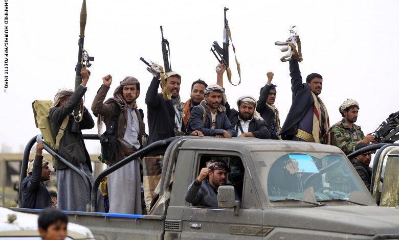 الشرعية تتنازل لأجل اليمنيين .. والحوثي يستغل معاناتهم لمصالحه الخاصة