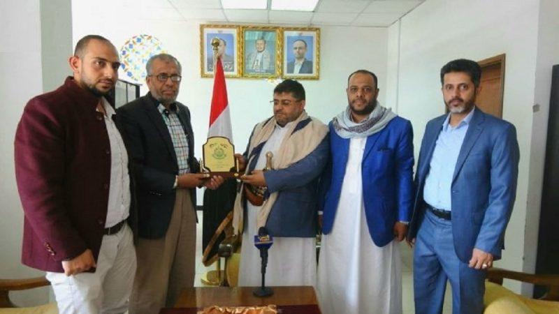 حركة حماس تصدر بياناً هاماً للشعب اليمني بعد تكريم ممثلها معاذ أبو شمالة لمحمد الحوثي