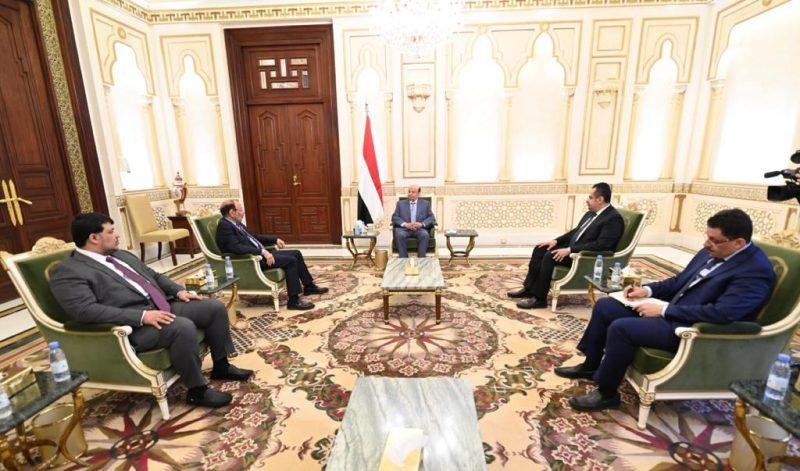 الرئيس هادي يؤكد على أهمية توحيد الجهود بين مؤسسات الدولة وسلطاتها المختلفة