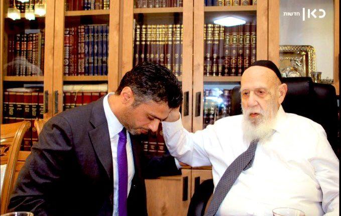 """سفير الإمارات لدى إسرائيل يلتقي حاخاما يهوديا لتلقى """"المباركة"""" منه"""